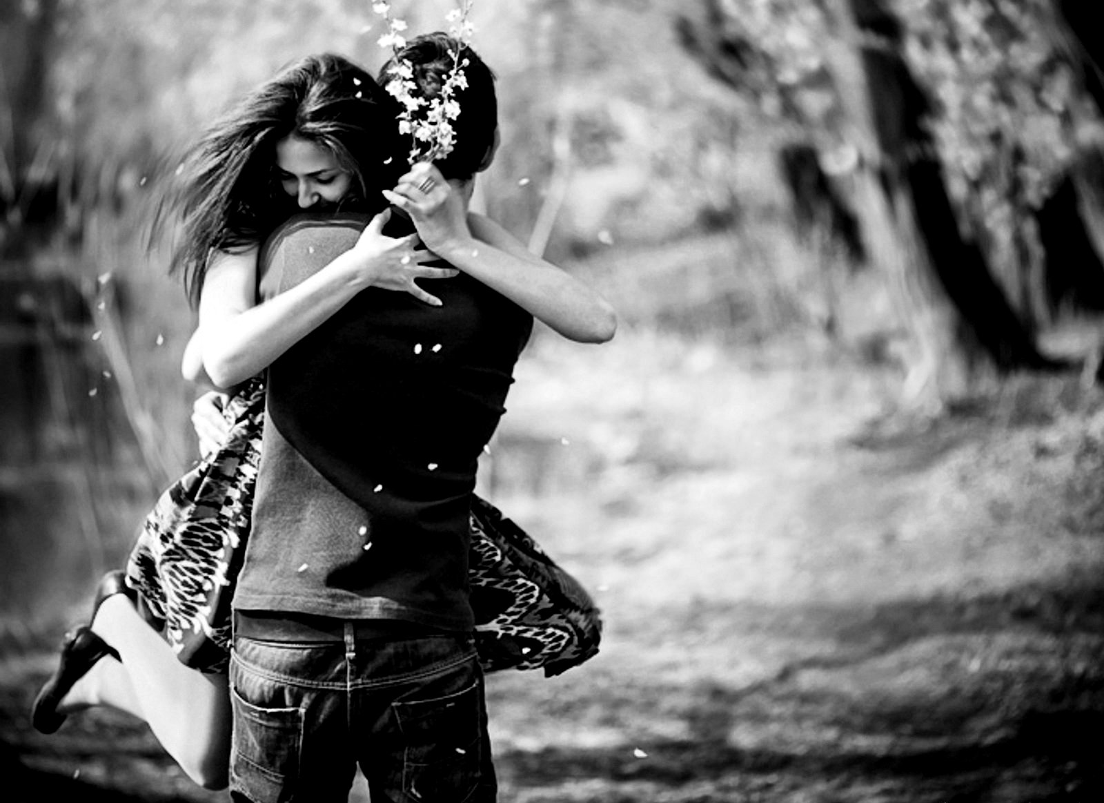 http://kparticleworld.files.wordpress.com/2014/12/1309d-hd-black-and-white-couples-hug-wallpapers252892529.jpg